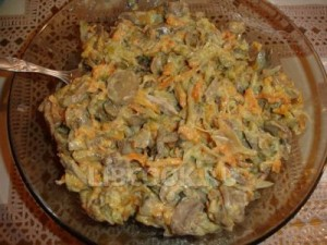 Салат из говяжьего сердца с добавлением чеснока