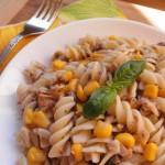 Салат из кукурузы с тунцом и макаронами