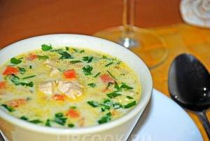 Суп сырный со стерляди с шампанским