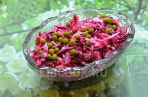 Овощной салат с говядиной и горошком
