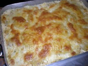 Гусь, запеченный в соусе и с сыром