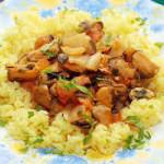 Мидии в шафрановом рисе с овощами