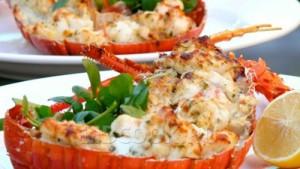 Омары, запеченные в духовке со сливочном маслом и укропом