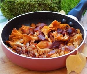 Сковорода с лисичками и беконом Вот и осень!