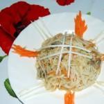 Воздушная фунчоза с грибами и сельдереем